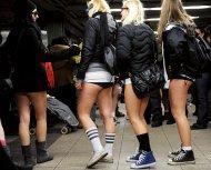 Флэшмоб - В метро без штанов